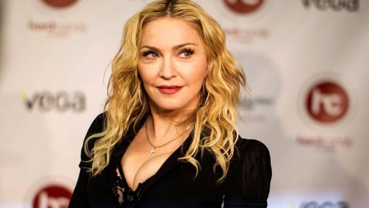 Madonna Inna a luat o pe Madonna