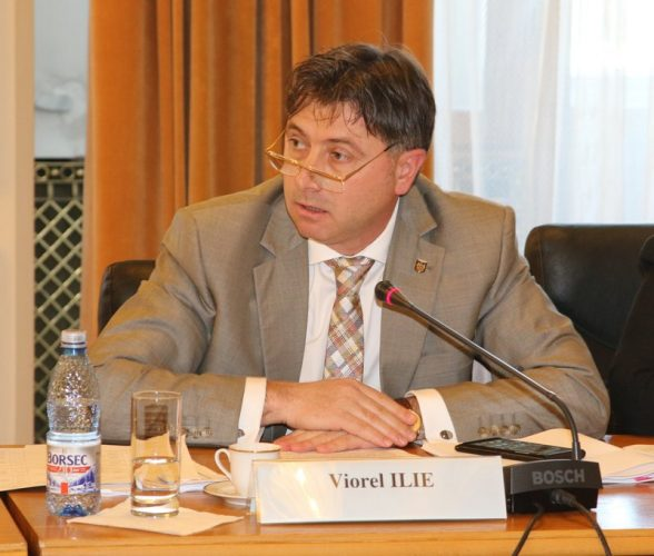 Viorel Ilie 588x500 Ministrul Ilie, cu clarificari la Comisia Juridica. Se considera complet nevinovat