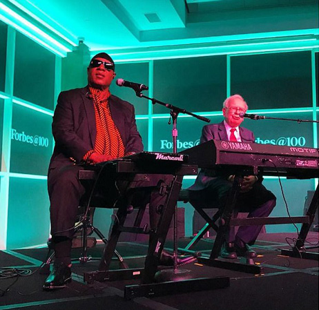 Warren Buffet Stevie Wonder Warren Buffet, in duet cu Stevie Wonder