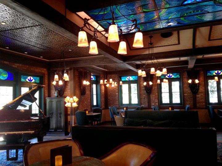 cliub 33 2jpg Club 33, restaurantul  unde poti sa astepti si 14 ani ca sa prinzi o masa