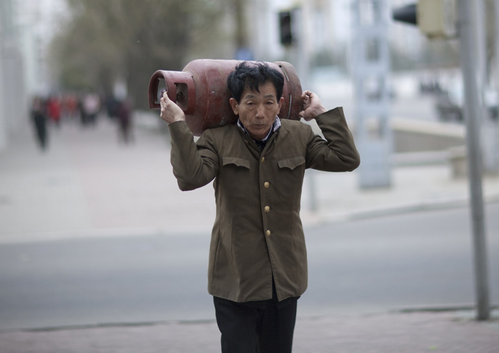 coreea de nord 1 In Coreea de Nord litrul de benzina a ajuns la 7 dolari