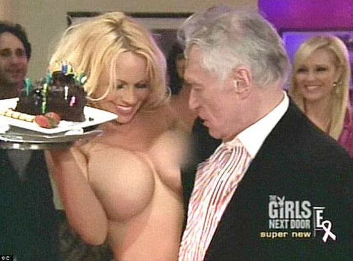 cu Pamela Anderson 1 Omul care a dezbracat America a murit!
