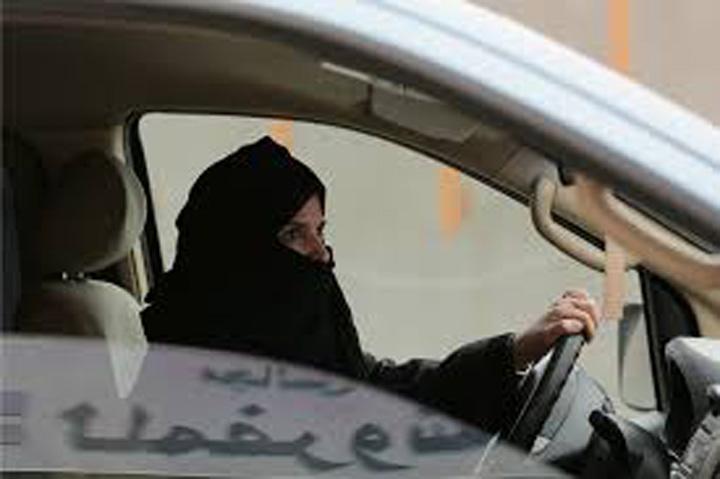 femei 1 Moment istoric: Arabia Saudita va accepta femei la volan!