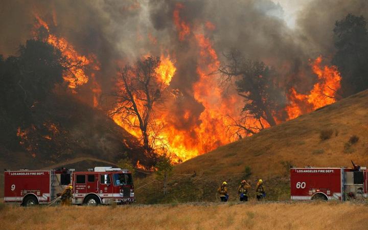 foc Focul devoreaza Los Angeles