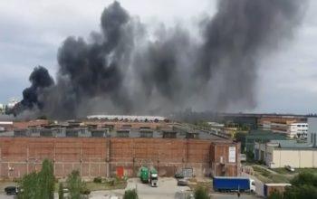 incendiu fau 350x220 Incendiu puternic la o hala din Capitala