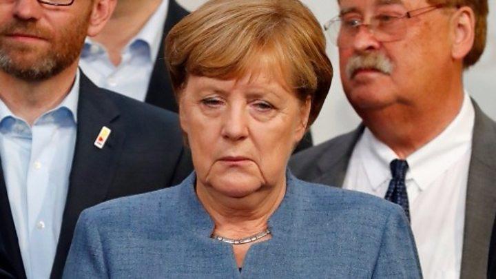 merkel 4 O palma de la fosta DDR