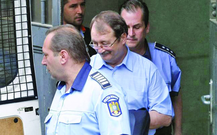 mircea basescu Basescu, marele profitor de razboi!