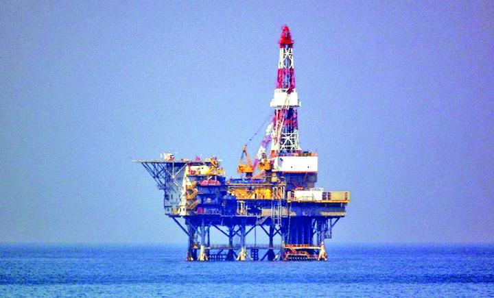 platforme petroliere body image 1467240120 Petrol si gaze in Marea Neagra, numai cu aprobarea Armatei