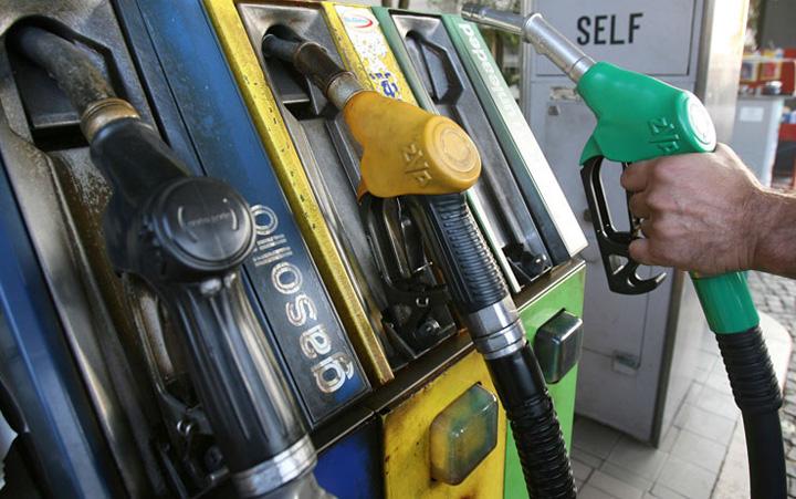 pompa Statul face bani grei din scumpirea carburantilor