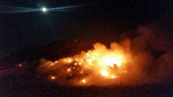 22196161 717448235121564 3133400398800765297 n gunoi 350x197 Incendiu la groapa de gunoi a Brasovului. Pompierii se straduiesc de ore intregi sa l stinga