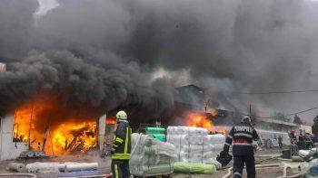 22450035 1891306314425149 4874926222782865890 n incendiu 350x197 Incendiu masiv la un depozit din Vaslui