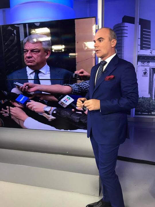 22450143 1401366976598827 5427624517127985621 n Rares Bogdan catre Klaus Iohannis: Nu uitati sa iubiti miliardarii!