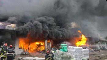22539925 1891303907758723 27416396196993169 n incendiu 350x197 Incendiu masiv la un depozit din Vaslui