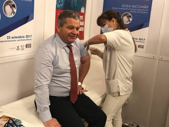 22729169 523442184677218 1477636941583897482 n ministru 350x263 Ministrul Sanatatii, vaccinat antigripal la Parlament