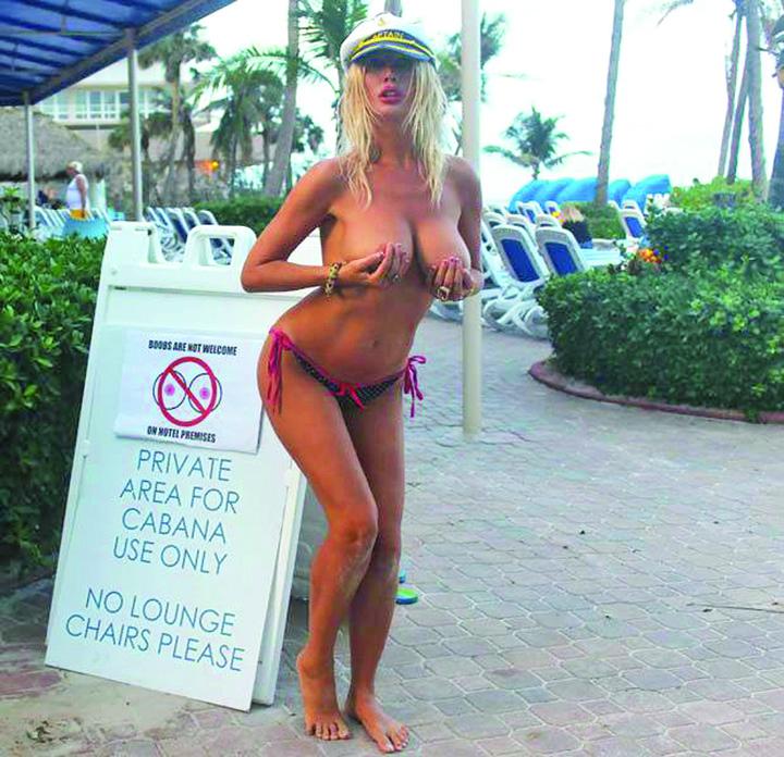 22835253 877671615732173 38160209 n 1 Protest XXX. Lasati turistele sa circule topless!