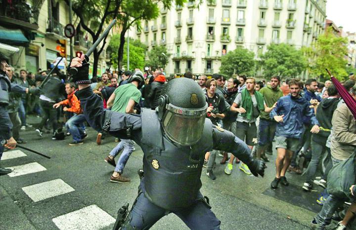 44EBB34800000578 4937860 image a 10 1506863102826 Catalonia: mai mult sange decat vot