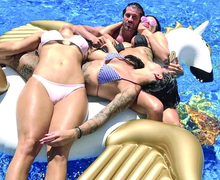 912424 Cum traieste milionarul cel las din Las Vegas
