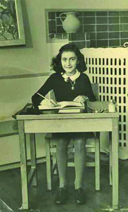 AnneFrankSchoolPhoto Suporterii Lazio folosesc imaginea Annei Frank