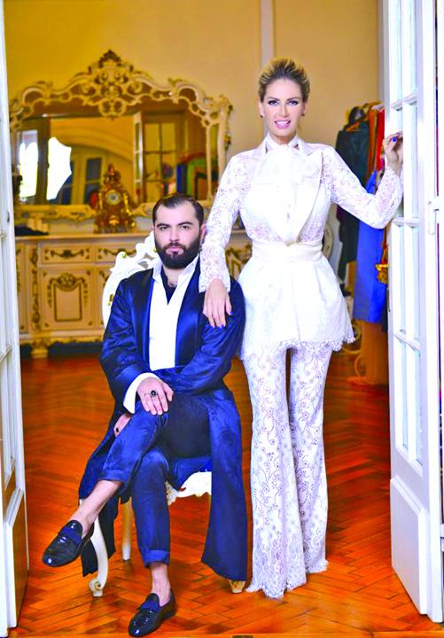 Arthur Dinu designerul brandului Marie Ollie și Andreea Bănică. Locul 3 Ce i prea mult strica!