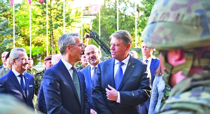 KLAUS nato Iohannis da cu mucii in fasolea NATO