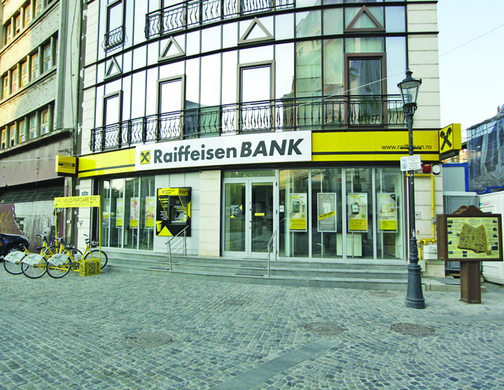 Raiffeisen Bank Agentia Lipscani Raiffeisen, obligata sa schimbe contractele de creditare