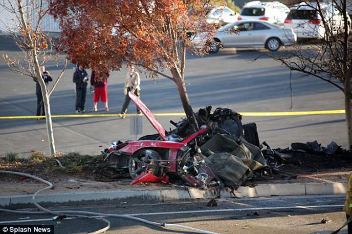 Walker accidentjpg Fiica fostului actor Paul Walker a dat lovitura:  Porsche o despagubeste!
