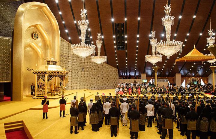 brunei2 1 Sultanul Bruneiului, 50 de ani de domnie bling bling