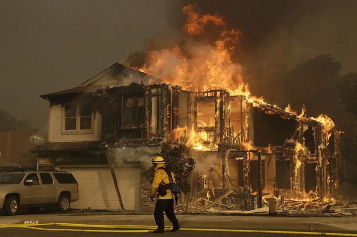 california1 Focul a ucis 40 de oameni in California