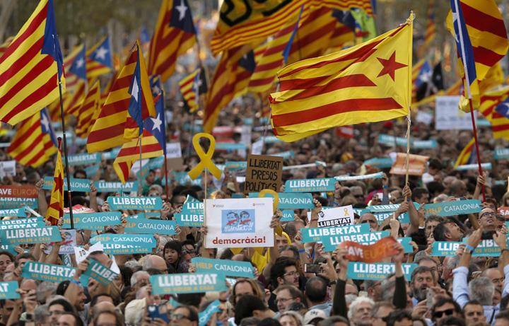 catalani 1 Catalanii raman fara politie, finante si mass media