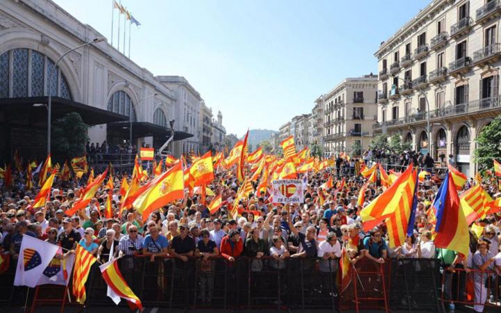 catalonia mare Spaniolii sar la gatul separatistilor