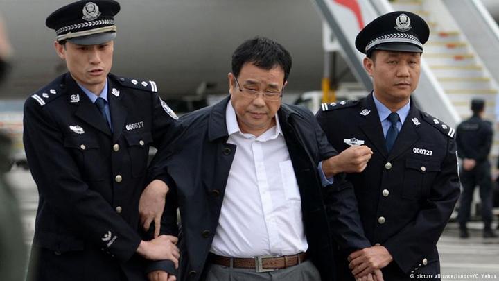 china fugitivi Partidul vaneaza muste, tigri si vulpi