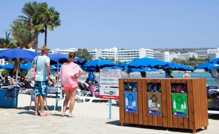 cipru mic Cipru, sufocat de gunoaiele turistilor