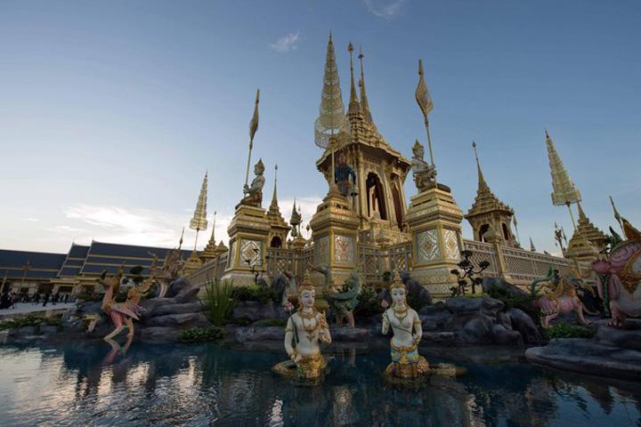 crematoriu 2 Un palat pentru incinerarea regelui Thailandei