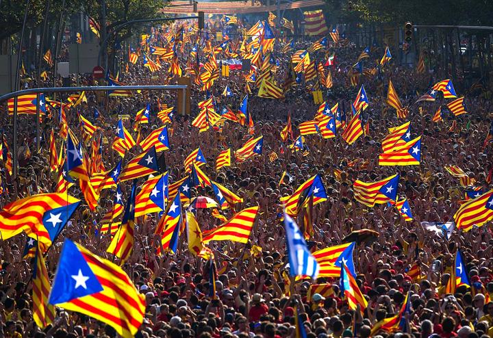 ctalonia mare Catalonia: Regele Spaniei vede rosu
