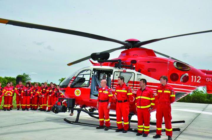 elicopter smurd Soc! Pilotii militari, inlocuiti cu civili!