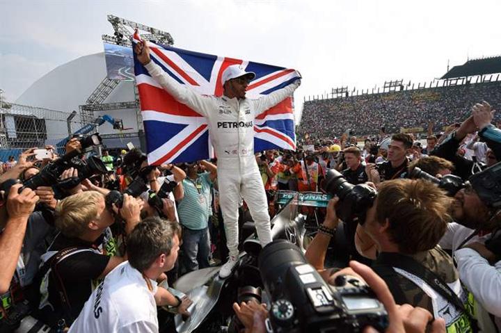 hamilton 1 Formula 1: Lewis Hamilton, campion mondial pentru a patra oara!