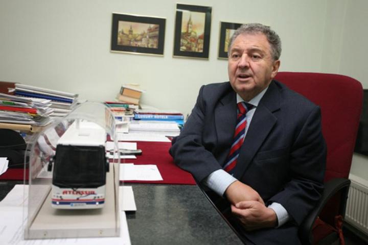 """ilie carabulea Guvernul, sfasiat de """"Grupul de la Sibiu"""" si """"Gasca de la Bacau"""""""