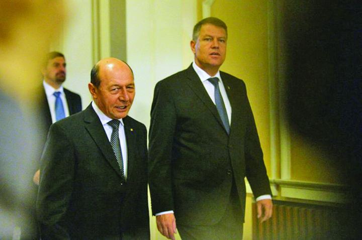 iohannis basescu1 Fuga lui Basescu si corvoada lui Iohannis