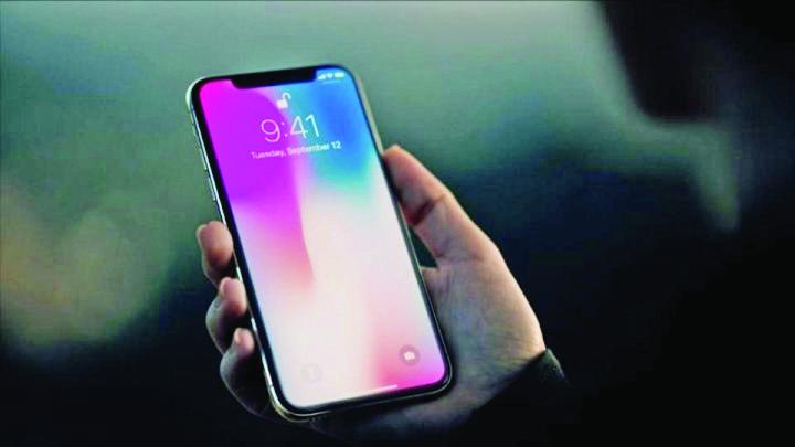 iphone x Romanii se bat pe iPhone X