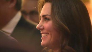 kate 350x198 Ducesa Kate, radioasa la prima receptie de cand s a aflat ca e din nou insarcinata (VIDEO)
