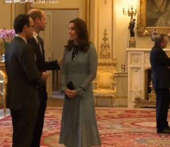 kate1 345x300 Ducesa Kate, radioasa la prima receptie de cand s a aflat ca e din nou insarcinata (VIDEO)