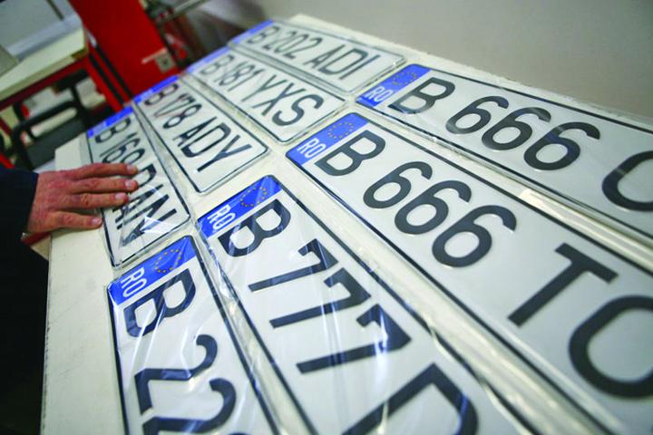 numere auto 3 cifre og Apar numerele de inmatriculare digitale