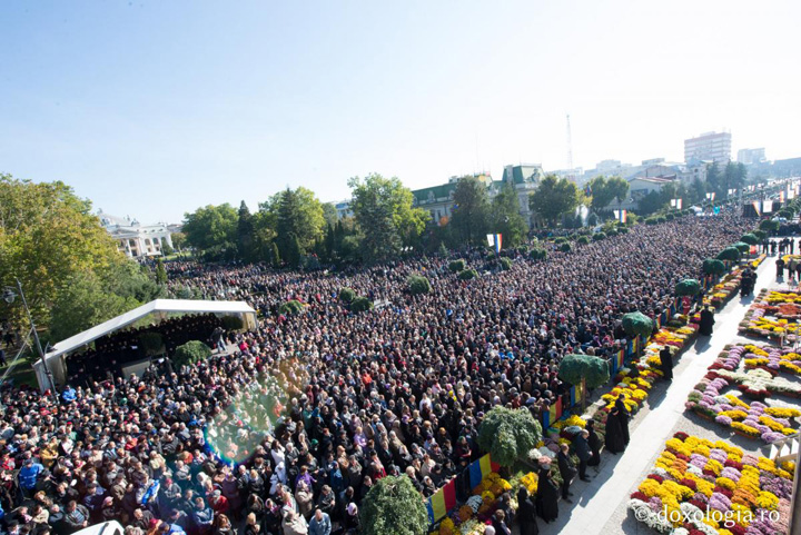 parascheva 2015 foto oana nechifor 0 Pelerinaj record la Iasi: Circa 210.000 de oameni s au inchinat la moaste
