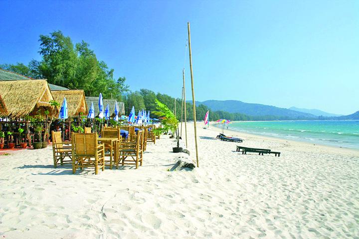 plaje Atentie, turisti! Un an de puscarie pentru fumatul pe plaja