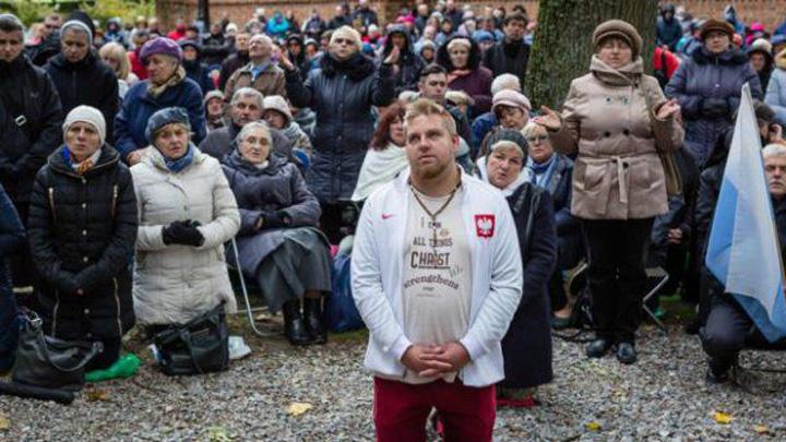 polonezi rugaciune 465x390 Polonia, rugaciuni antimigranti
