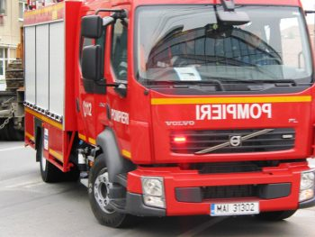pompieri 350x263 Explozie intr o casa din Bucuresti   barbat cu arsuri