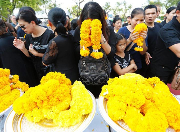 popor Un palat pentru incinerarea regelui Thailandei