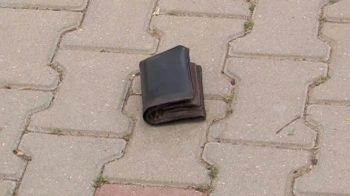 portofel pierdut 350x196 Ce a facut un tanar cu un portofel pierdut, in care erau 700 de euro