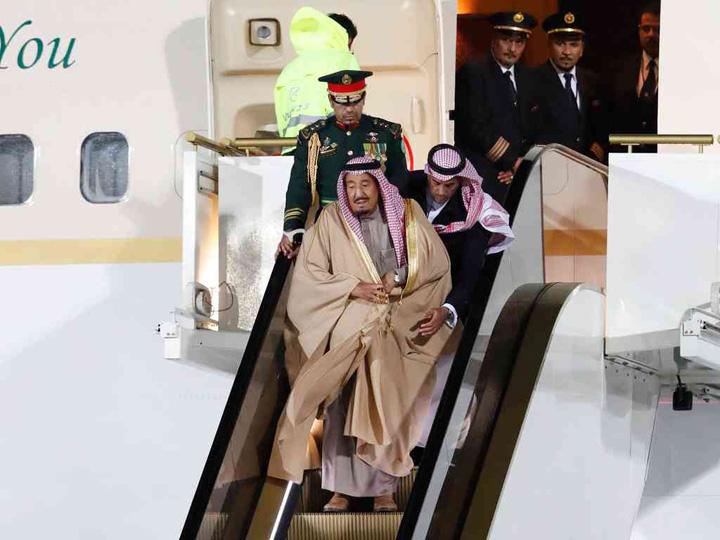 rege saudit mare Usor cu regele pe scari