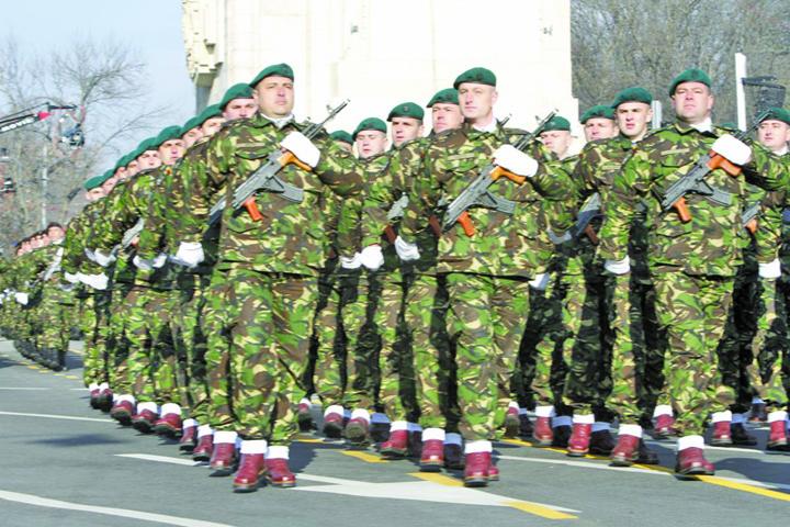 soldati Armata fara militari